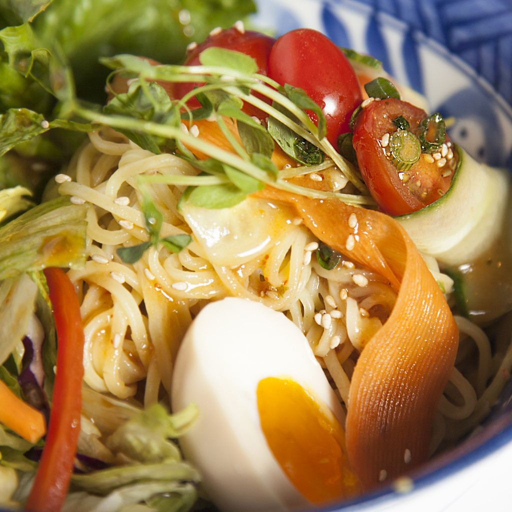 Ramen noodle salad with egg + miso dressing7 (1)